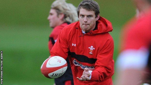Dan Biggar in training with Wales