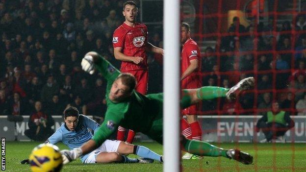 Jay Rodriguez fires narrowly wide for Southampton