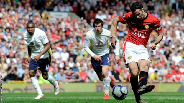 Ryan Giggs scores for Manchester United against Tottenham Hotspur during 2009-10 season