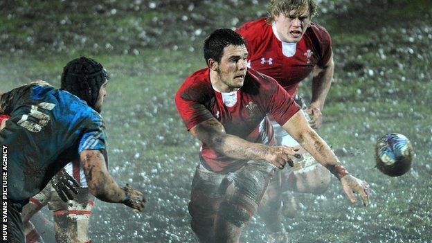 Ellis Jenkins passes for Wales
