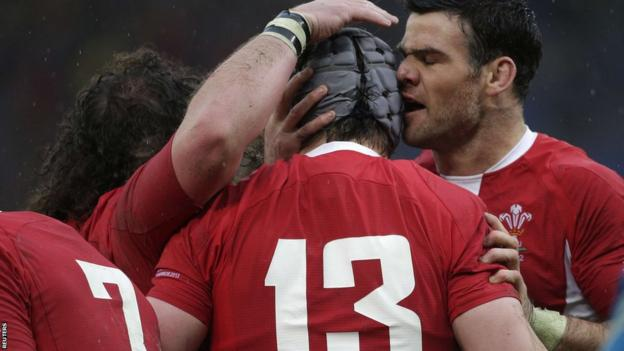 Mike Phillips, Adam Jones and Justin Tipuric congratulate centre Jonathan Davies after he scores Wales' first try