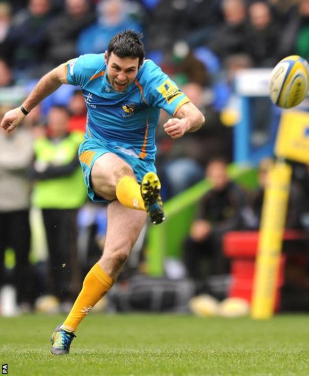 Fly-half Stephen Jones kicks a penalty as Wasps lose 30-19 at London Irish