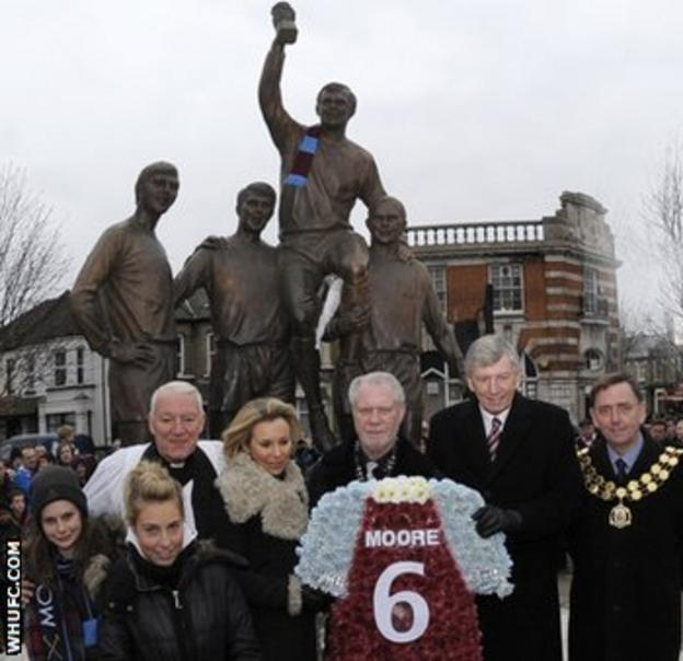 West Ham tribute to Bobby Moore
