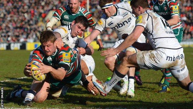Ed Slater scores a try for Leicester Tigers against Sale Sharks