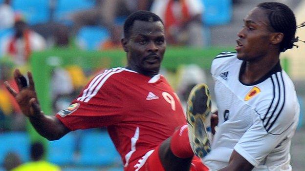 Eldin Ali Idris Farah (left)