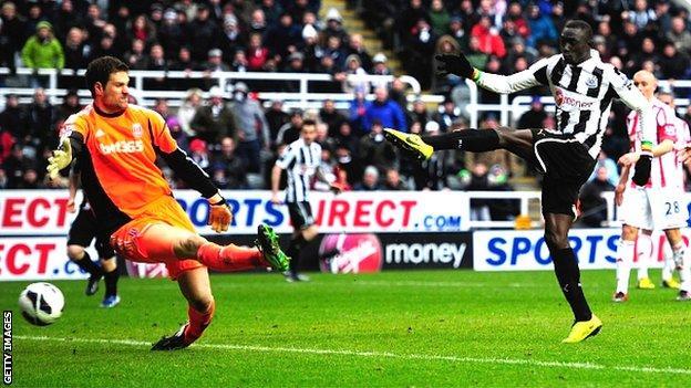 Papiss Cisse scores the winner for Newcastle against Stoke
