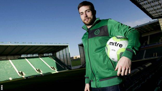 Lewis Stevenson is staying with Hibs for another two seasons