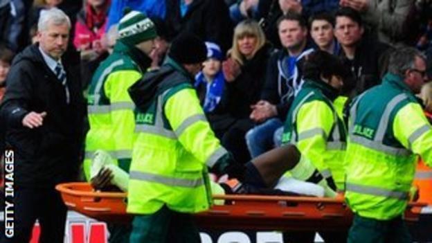 Newcastle boss Alan Pardew consoles Massadio Haidara as he is stretchered off