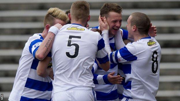 Morton celebrate