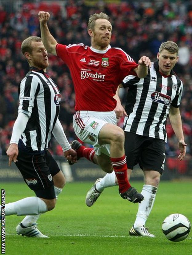 Wrexham's Brett Ormerod takes on Grimsby in the FA Trophy Final at Wembley Stadium