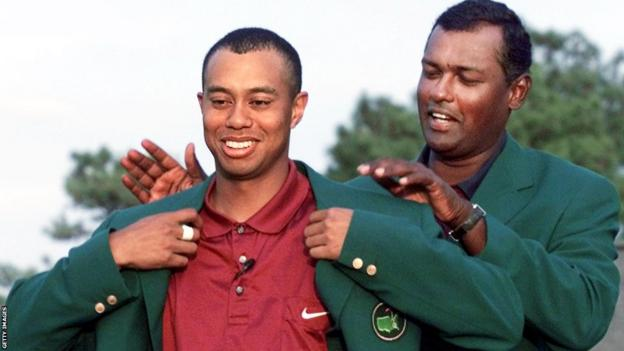 Tiger Woods wins the 2001 Masters and receives his green jacket from Vijay Singh