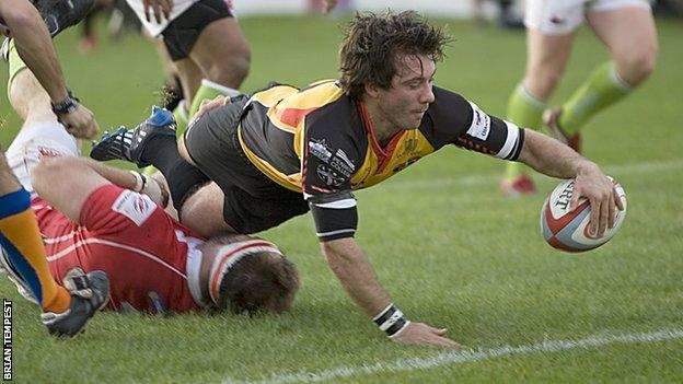 Jonny Bentley scoring his last try as a Cornish Pirate against London Welsh