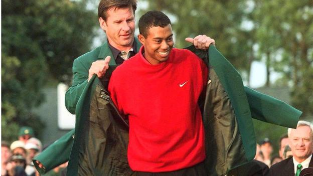 Nick Faldo presents Tiger Woods with his first Green Jacket