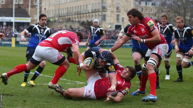 Carl Fearns scores a try for Bath as London Welsh lose 40-25 at the Recreation Ground and slip closer to relegation from the Aviva Premiership