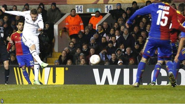 Gylfi Sigurdsson equalises for Tottenham against Basel