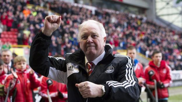 Craig Brown says farewell to the Aberdeen fans at his last home game in charge of the Dons