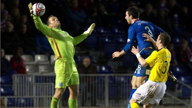 St Johnstone goalkeeper Alan Mannus makes to deny Inverness midfielder Ross Draper