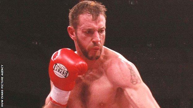 Enzo Maccarinelli in action.