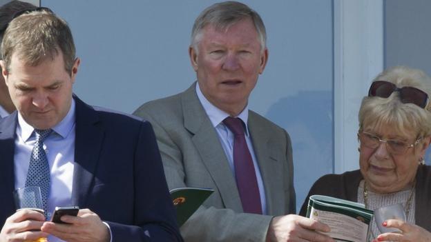 Sir Alex Ferguson (centre)