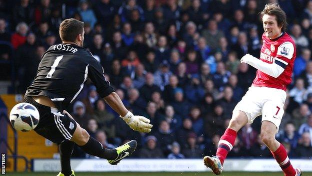 Tomas Rosicky scores for Arsenal against West Brom
