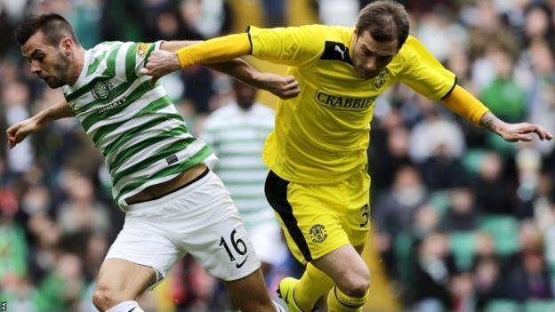 Celtic's Joe Ledley and Hibernian's Kevin Thomson vie for possession