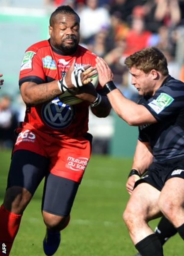 Toulon centre Mathieu Bastareaud takes on Leicester's Tom Youngs