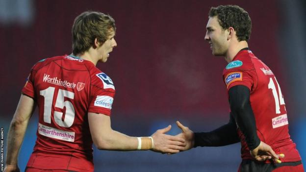 North congratulates Liam Williams, who scored Scarlets' second try in an impressive 29-6 win over Glasgow at Parc y Scarlets.