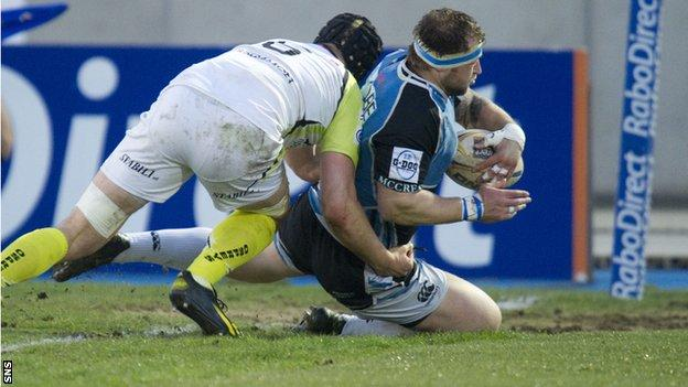 Glasgow prop Ryan Grant plunges over for his second score