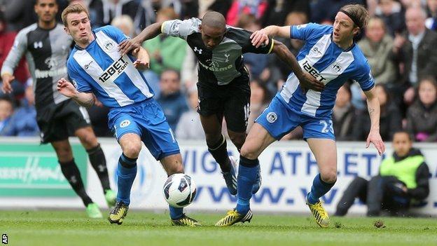 Jermain Defoe battles against Wigan