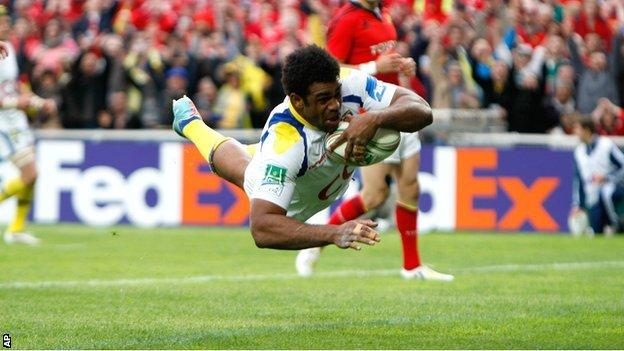 Napolioni Nalaga dives over for the decisive try