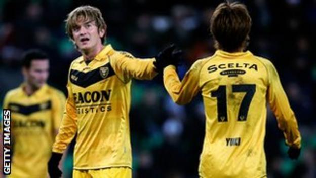 VVV Venlo players Yuki Otsu and Robert Cullen