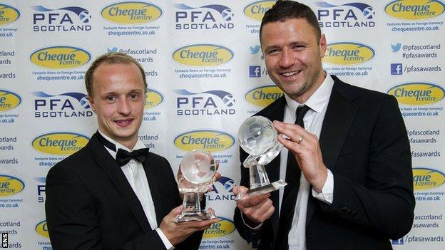 Hibernian's Leigh Griffiths and Motherwell's Michael Higdon