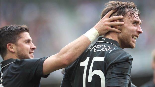 Shane Long congratulates goalscorer Richard Keogh