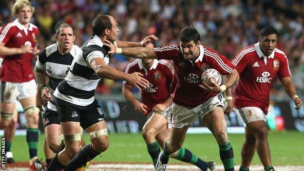 Mike Phillips scores for the Lions