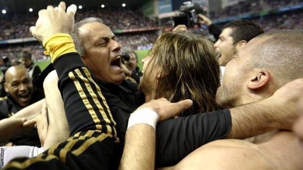 Jose Mourinho celebrates with his Real Madrid players
