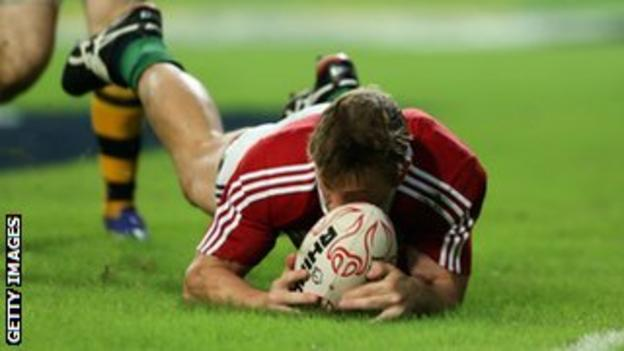 Jonathan Davies scores for the Lions