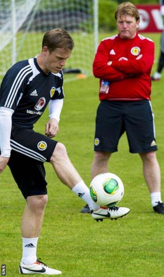 Stuart McCall oversees Motherwell full-back Stevie Hammell in training