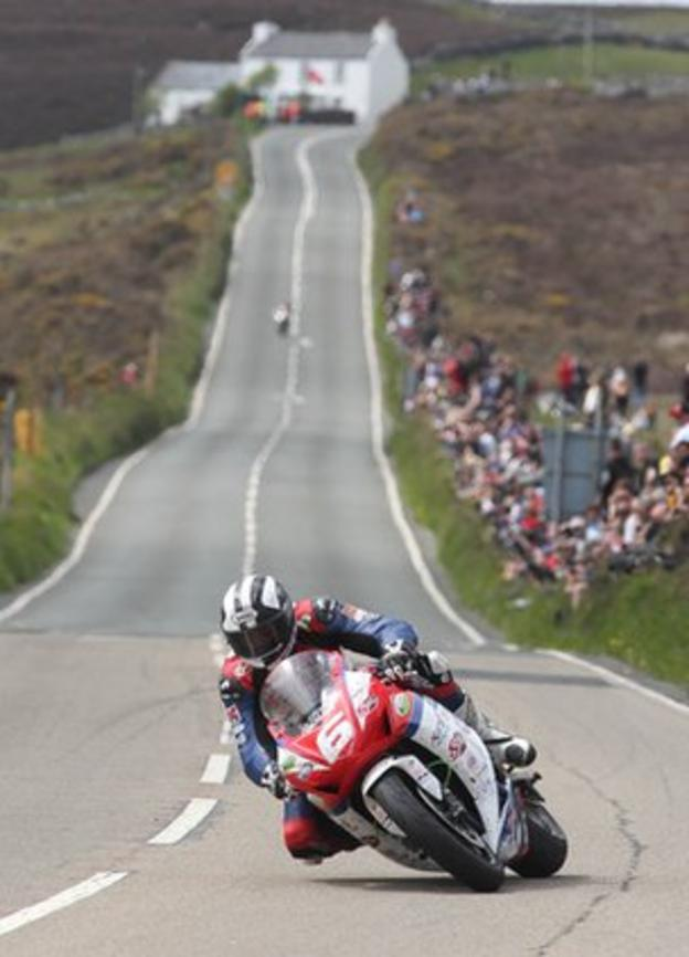 Michael Dunlop at Creg-ny-Baa during the Superstock race