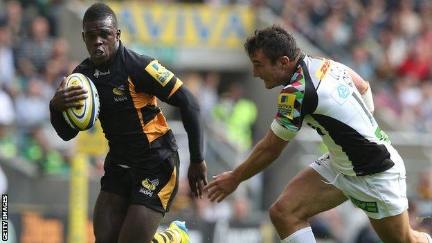 Christian Wade stands up Harlequins' George Lowe to score for Wasps
