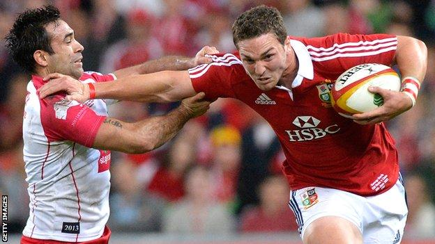 Lions wing George North olds off Reds counterpart Rod Davies