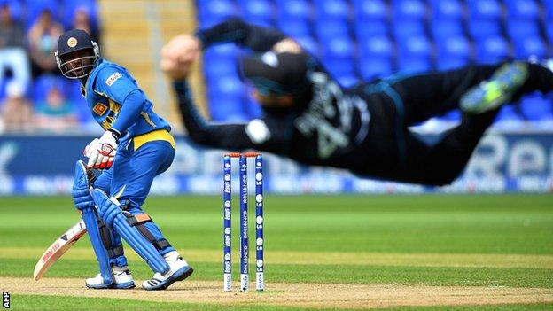 Brendon McCullum dismisses Kusal Perera from the first ball of the match