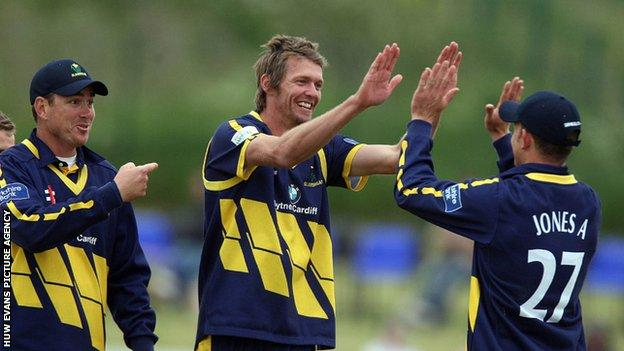 Glamorgan celebrate a wicket for Michael Hogan at Southend
