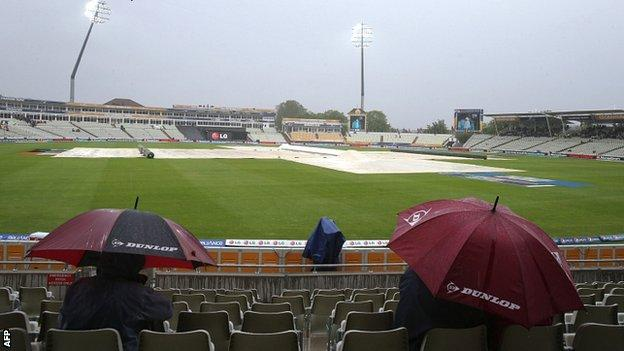 Rain arrives at Edgbaston