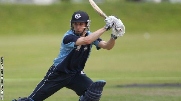 Ollie Newey batting for the Cobo Tigers