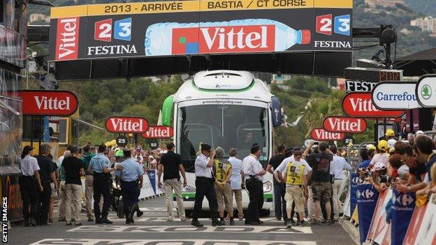 Bus jammed at finish line on first stage of Tour de France