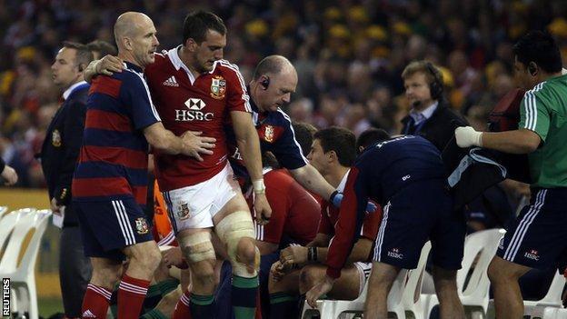 British and Irish Lions captain Sam Warburton (centre)