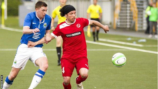 Billy Joe Burns of Linfield in action against Fuglafjordur