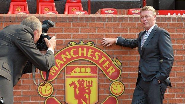 David Moyes being photographed
