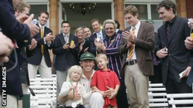 Glenn McGrath and his children are applauded by MCC members in 2005