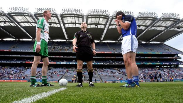 Referee Barry Cassidy tosses the coin with London captain Seamus Hannon with Cavan skipper Alan Clarke before the All-Ireland qualifier at Croke Park